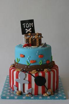 Torta de Piratas... Aqui les mando como hacer el cofre del tesoro en fondant…