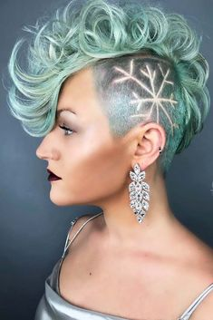 3 Abundant Tips AND Tricks: Women Hairstyles Medium Wedding feathered hairstyles Hairstyles Medium fringe hairstyles prom.Asymmetrical Hairstyles Over Mohawk Hairstyles, Feathered Hairstyles, Hairstyles With Bangs, Hairstyle Braid, Black Hairstyles, Style Hairstyle, Beehive Hairstyle, Wedding Hairstyles, Hairstyles Haircuts