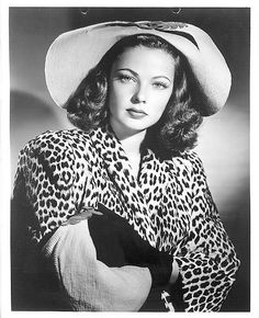 Fashion Signs: Bonnie Cashin, the Twentieth Century Fox designer and the stunningly attractive Gene Tierney. Golden Age Of Hollywood, Vintage Hollywood, Hollywood Glamour, Classic Hollywood, Gene Tierney, Bonnie Cashin, Old Movie Stars, Actrices Hollywood, Classic Beauty
