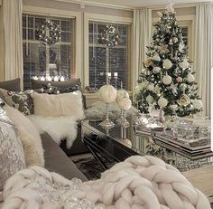 best white Christmas room decor ideas room White Christmas decor ideas for soft, warm and fresh vibes in your christmas decorated room Cozy Christmas, Christmas Holidays, Christmas Island, Outdoor Christmas, Homemade Christmas, Christmas Cactus, Christmas Quotes, Rustic Christmas, Simple Christmas
