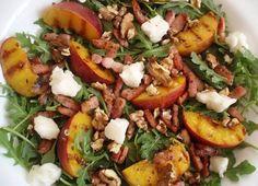 Salade Van Spekjes, Walnoten, Rucola, Geitenkaas en perzik