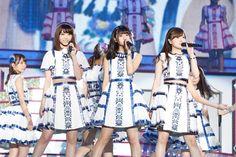 乃木坂46の齋藤飛鳥(中央)・西野七瀬(左)・白石麻衣(右)