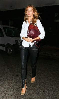 Black leather pants + white shirt + oxblood bag #outfit