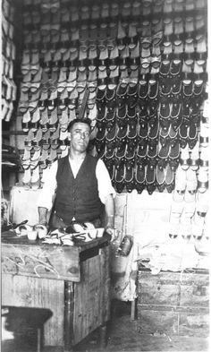 Sapateiro carioca dos anos 40.