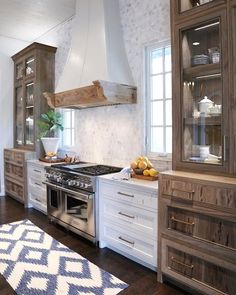Trendy Kitchen Cabinets Makeover Colors Before After Ideas New Kitchen, Kitchen Dining, Kitchen Decor, Kitchen Ideas, Homey Kitchen, 10x10 Kitchen, Barn Kitchen, Colonial Kitchen, Family Kitchen
