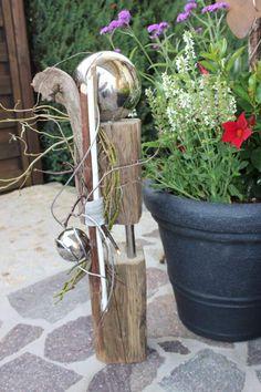 KL10 %u2013 Kleine Holzs�ule aus zwei Teilen verbunden mit Edelstahlst�ben! Nat�rlich dekoriert mit zwei Edelstahlkugeln! H�he ca 60cm %u2013 Preis 59,90%u20AC
