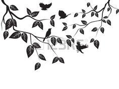 aves volando en el rbol Foto de archivo