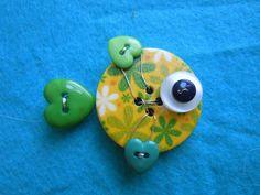 Pesciolino Giallo Verde spilla.ciondolo di Foresta Mentale Chiaresca su DaWanda.com