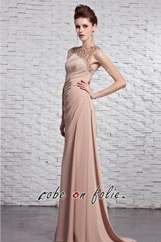 Découvrez cette #robe de #star sur le #tapisrouge confectionnée en 100% tissu de #soie et #conception #tendance 2017. Ne réfléchissez plus et faites cette robe un choix infaillible.