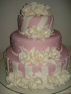 bolo de casamento rosa e branco