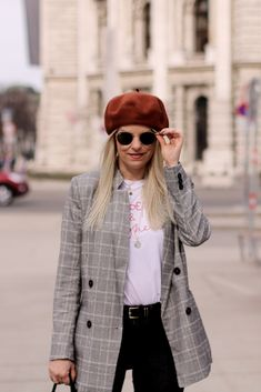 Vienna Love with my basque cap and also wearing my checkered blazer from H&M Casual Grunge Outfits, Daily Look, Fashion Bloggers, Lifestyle Blog, German, Hipster, Blazer, Vienna, Coat