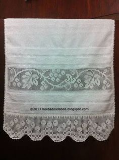 Bordados e Afins: Toalhas de Rosto com Crivo - / Embroidery and the Like: Face Towels with Sieve - Crochet Boarders, Crochet Lace Edging, Crochet Flowers, Crochet Home, Love Crochet, Knit Crochet, Filet Crochet, Knitting Patterns, Crochet Patterns