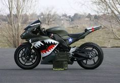 Ok, this is sweet, now I need to get one and have a friend ride one painted with a Japanese WWII paint job. Not the biggest fan of ninjas, but the paint job is sweet. Motos Honda, Yamaha R6, Ducati, Cruisers, Course Moto, Yzf R125, Side Car, V Max, Scrambler Motorcycle
