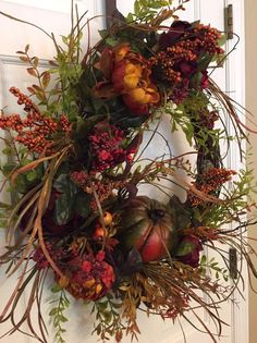 Fall wreath for front door, Beautiful rustic, woodsy fall wreath with flowers, a pumpkin and greenery – Fall Wreath İdeas. Diy Fall Wreath, Autumn Wreaths, Holiday Wreaths, Wreath Crafts, Diy Projects For Fall, Fall Crafts, Autumn Decorating, Fall Decor, Wreaths For Front Door