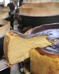 We have the recipe for the best cheesecake in Spain (and in the world? Best Cheesecake, Cheesecake Recipes, Bakery Recipes, Cooking Recipes, Chocolate And Vanilla Cake, Cherry Desserts, Un Cake, Pudding Recipes, Cooking Time