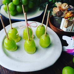 かなりの暴風雨です(汗)と、パリッとジューシー♪シャインマスカット飴♪ | しゃなママオフィシャルブログ「しゃなママとだんご3兄弟の甘いもの日記」Powered by Ameba Fruit Recipes, Caramel Apples, Japanese Food, Raisin, Good Food, Food And Drink, Sweets, Snacks, Drinks