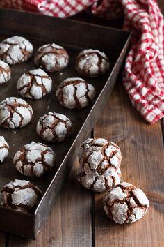 La #ricetta dei #biscotti morbidi al #cioccolato è facilissima, l'#impasto è preparato proprio col cioccolato fondente e si prepara in pochi minuti, provateli, sono veramente golosi!