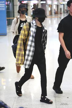 Jimin Airport Fashion, Korean Airport Fashion, Bts Airport, Kpop Fashion, Airport Style, Korean Fashion, Fall Fashion, Style Fashion, Mode Kpop