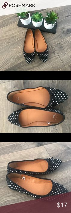 Gap Pointy Flats Size 6 Black & White Print Pointy Flats Size 6 GAP Shoes Flats & Loafers