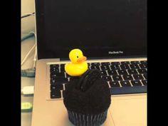 El Pato, en un cupcake. Este está fuera de la idea de que siempre debe haber algo donde nadar, pero cuando me regalaron el cupcake, lo hicieron pensando en El Pato que protagoniza la serie: http://www.triego.com/2013/09/24/el-pato-que-queria-conocer-el-mar/