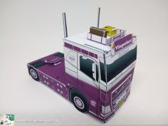 paper model old school Volvo FH found at bouwplaatvanjeeigentruck. Paper Toys, Paper Crafts, Paper Models, Volvo, Toy Trucks, Old School, Truck, Trucks, Paper Templates
