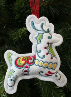 Christmas Reindeer Ornament (In-the-Hoop) More