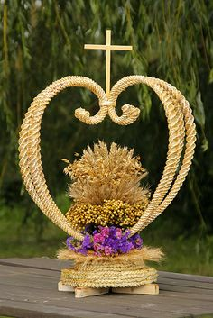 1 million+ Stunning Free Images to Use Anywhere Paper Weaving, Weaving Art, Altar Decorations, Table Centerpieces, First Communion Decorations, Corn Dolly, Pictures On String, Straw Art, Beautiful Landscape Wallpaper