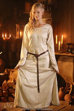 Mittelalter Kleid, Unterkleid Brokat                                                                                                                                                                                 Mehr