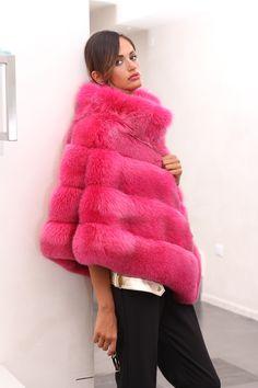 Fox fur poncho. Poncho di volpe. #elsafur #fur #furs #fox #furcoat #vest #gilet #jacket #giacca #peliccia #pellicce #coat #cappotto #poncho #pink #pinkworld #fuscia #fluo