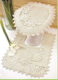 Crochet bathroom set: 60 ideas and step by step - Decoration, Architecture, Construction, Furniture and decoration, Home Deco Crochet Motifs, Thread Crochet, Filet Crochet, Crochet Doilies, Crochet Stitches, Crochet Patterns, Crochet Ideas, Yarn Crafts, Diy And Crafts