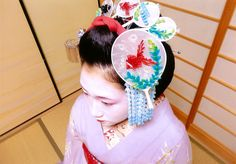 Amazing kanzashi worn by maiko Hisamomo!  These pieces' theme is goldfish, water and HUGE uchiwa fans for Summer. All made of silk.