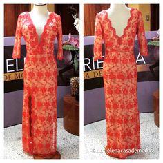 Vestido diseñado para una bella madrina Sra. Priscilla Ocaña, confeccionado en #chantilly rojo