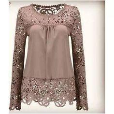 Blusa Plus Size Marrom Claro Em Crepe E Gripir Frete Grátis - R$ 190,00