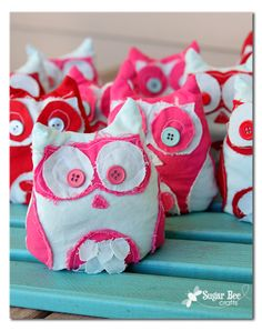 Sugar Bee Crafts: sewing, recipes, crafts, photo tips, and more! Valentines Day Activities, Craft Activities For Kids, Valentine Crafts, Sewing For Kids, Diy For Kids, Crafts For Kids, Diy Craft Projects, Sewing Projects, Craft Ideas