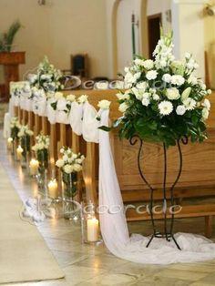 Elegant church decoration - flowers by candlelight church wedding Wedding Church Aisle, Wedding Pews, Wedding Isles, Wedding Chairs, Wedding Flowers, Wildflowers Wedding, Church Weddings, Decoration Evenementielle, Pew Decorations