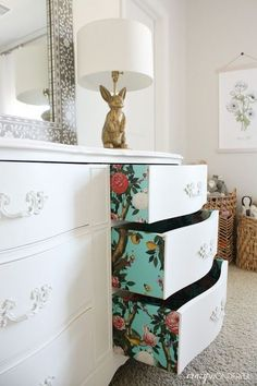 I like the idea of using wallpaper to change up the look of a dresser drawers. Crazy Wonderful: wallpapered dresser drawers with Milton & King, paper lined drawers, wallpaper ideas, wallpaper projects, floral wallpaper Refurbished Furniture, Furniture, Furniture Makeover, Diy Home Decor, Home Diy, Furniture Projects, Diy Furniture, Redo Furniture, Home Decor