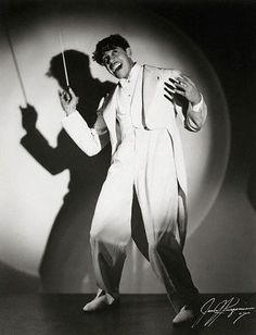--- Jazz musician Cab Calloway wearing a white zoot suit and holding a baton. --- Image by © Bettmann/CORBIS Jazz Artists, Jazz Musicians, Music Artists, Music Icon, My Music, Rock And Roll, The Blues Brothers, Cool Jazz, Smooth Jazz