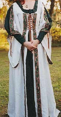 Can anyone tell me if this is actually authentic? I see versions of this Irish dress everywhere but the earliest authentication of it that I've found was LABEL: Irish Wedding Dress Pagan Wedding Dresses, Wedding Gowns, Wedding Tips, Budget Wedding, Blue Wedding, Wedding Venues, Renaissance Wedding, Celtic Wedding, Medieval Costume