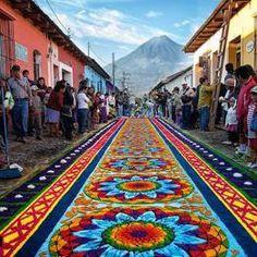 Alfombra en La Antig Honduras, Guatemala City, Celebration Around The World, Arte Popular, Corpus Christi, Travel Memories, Native Art, Color Theory, Trip Planning