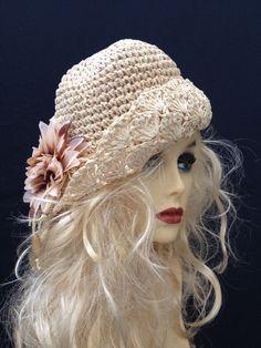 PRETTY VINTAGE CREAM CROCHET TAUPE BEIGE FLOWER WOMENS SUMMER HAT HOLIDAY RETRO