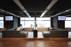 Donuts Inc. workspace / office : design by FLOOAT,Inc. / Photo by Kozo Takayama
