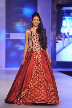 Miss India Navneet Kaur Dhillon walking the ramp at the Rajasthan Fashion Week 2013 in Jaipur  1