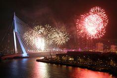 Fireworks/Vuurwerk #Rotterdam #Erasmusbrug #De zwaan