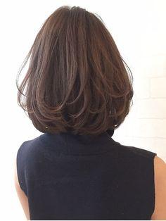 レイヤーボブで大人可愛くSHIGE/merry harajuku 【メリーハラジュク】をご紹介。2018年春夏の最新ヘアスタイルを300万点以上掲載!ミディアム、ショート、ボブなど豊富な条件でヘアスタイル・髪型・アレンジをチェック。