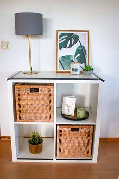 Flechtkörbe zur Aufbewahrung und Dekoration- wie stylen wir Aufbewahrungskörbe im Wohnzimmer, Bad usw. Bad, Shelves, Lifestyle, Table, Furniture, Home Decor, Basket Weave Braid, Braid, Living Room
