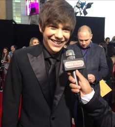 Austin @ the AMAs 2013 and being interviewed by Radio Disney