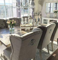 Pent og delikat hos #Repost @arielbrocks Nye stoler på plass i spisestua  såå fornøyd!  #Louisvingestol #interiordesign #interior123 #classicliving