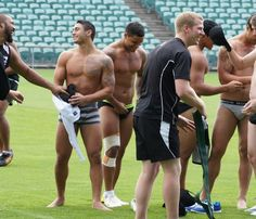 Rugby Players what all rugby and footy players should do after a game ! Hot Rugby Players, Beefy Men, Raining Men, Athletic Men, Sport Man, Academia, Gorgeous Men, Hello Gorgeous, Hot Guys