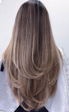 Long Hair V Cut, Haircuts For Long Hair With Layers, Haircuts Straight Hair, Thin Hair Cuts, Haircut For Thick Hair, Medium Hair Cuts, Medium Hair Styles, Long Hair Styles, Best Haircut For Girls