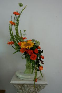 The flowers are creating an upright line Tropical Flower Arrangements, Creative Flower Arrangements, Flower Arrangement Designs, Artificial Floral Arrangements, Funeral Flower Arrangements, Beautiful Flower Arrangements, Flower Centerpieces, Flower Designs, Beautiful Flowers